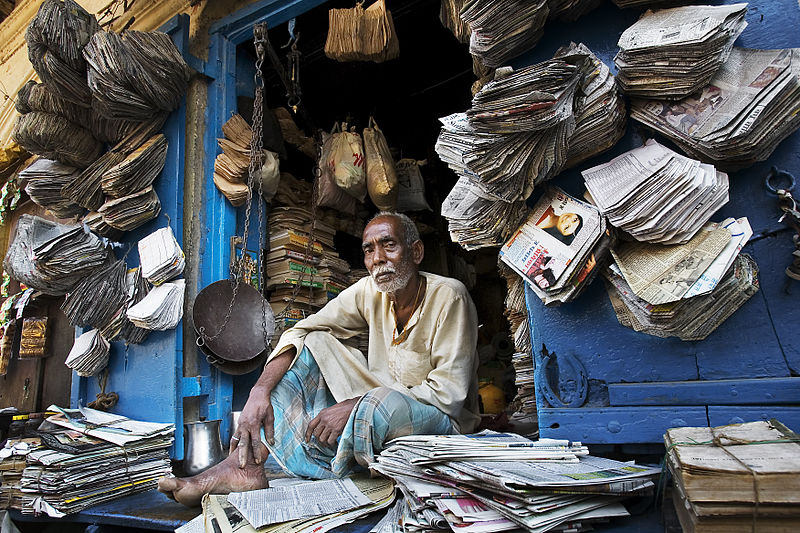 https://commons.wikimedia.org/wiki/File:India_-_Varanasi_paper_bag_maker_-_0078.jpg